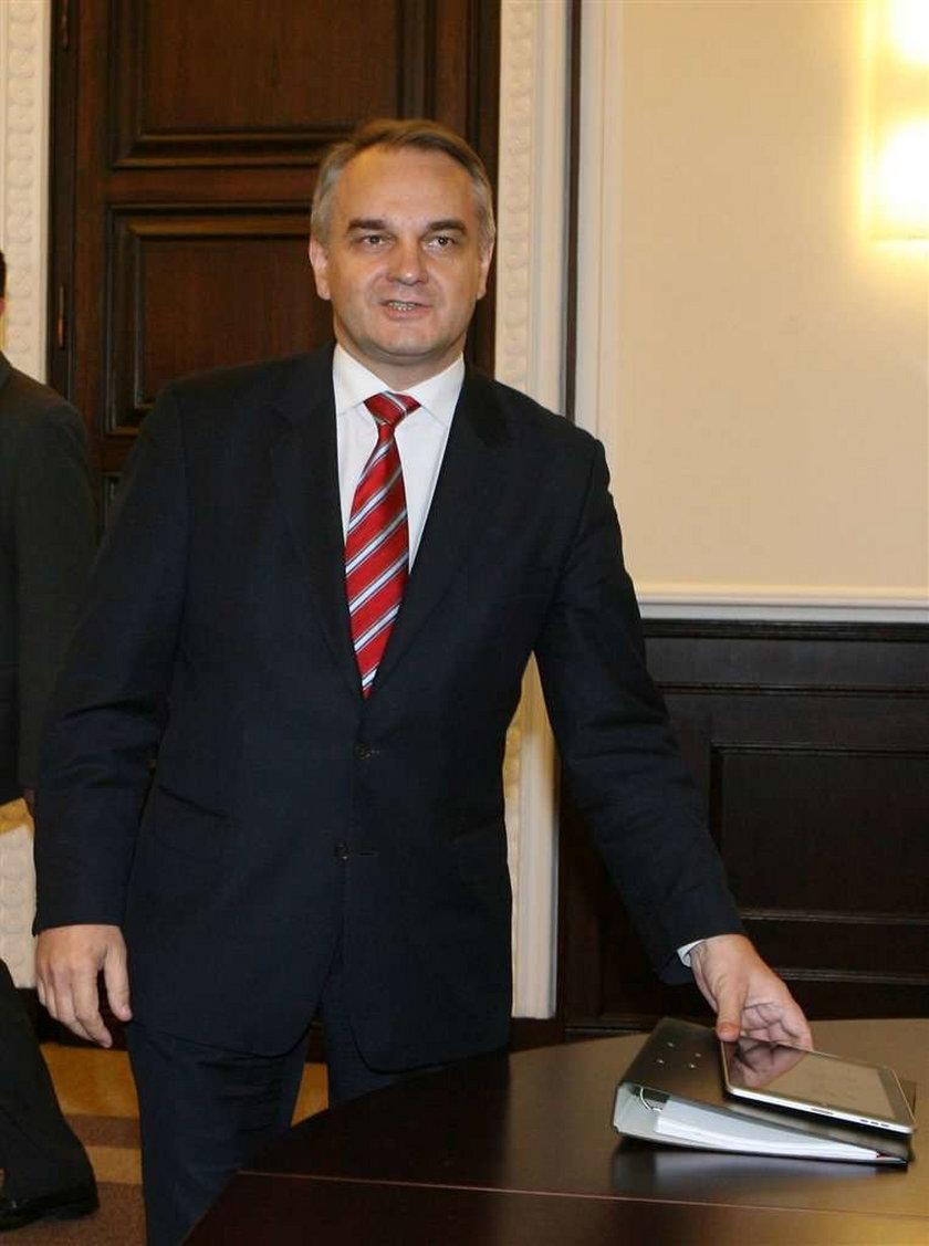 Kandydat Polskiego Stronnictwa Ludowego na prezydenta też ma swój komitet honorowy. Waldemara Pawlaka wspiera znana seksowna florecistka Sylwia Gruchała