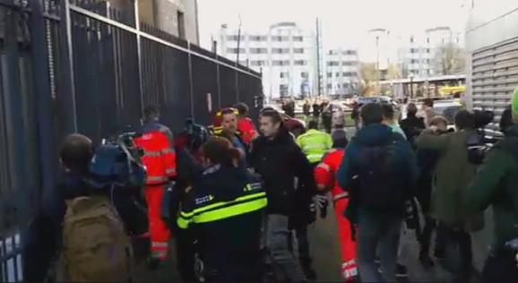 Mnogobrojne novinarske ekipe izmeštene su ispred zgrade tribunala, a o tome šta se dogadja u samoj zgradi nema puno informacija