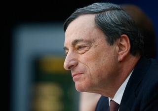 Draghi: Powrót inflacji w kierunku celu EBC zależy od wsparcia ze strony monetarnej