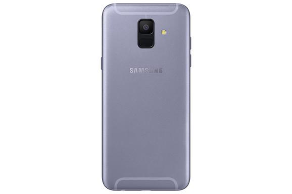 Galaxy A6 ima jednu, dok je kod A6+ postavljena dualna kamera