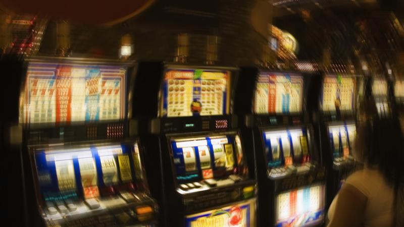 Zakazany hazard w natarciu