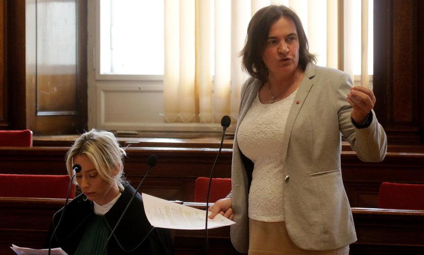 """Prokuratura łagodna wobec radnej, która chciała """"golić na łyso"""""""