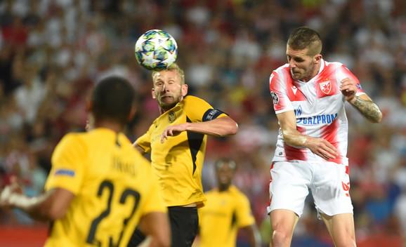Trenutak kada Aleksa Vukanović daje vodeći gol na meču FK Crvena zvezda - Jang Bojs