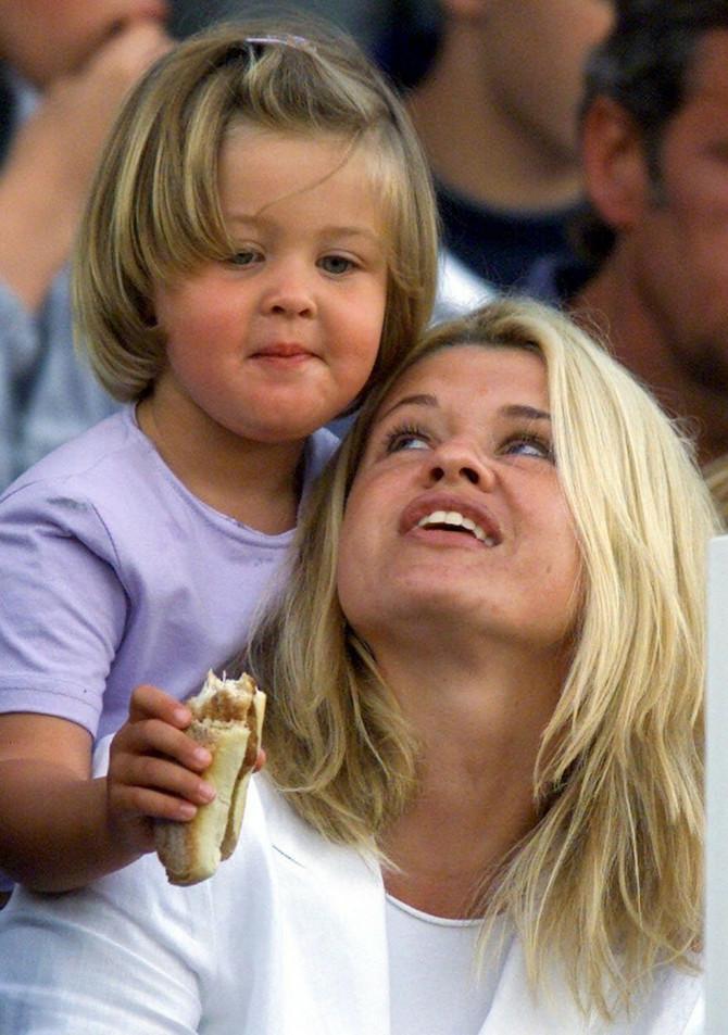 Ćerka Mihaela Šumahera sa majkom Korinom