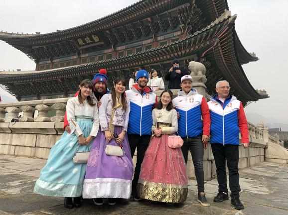 Naši olimpijci su se rado slikali sa obožavateljkama u Seulu