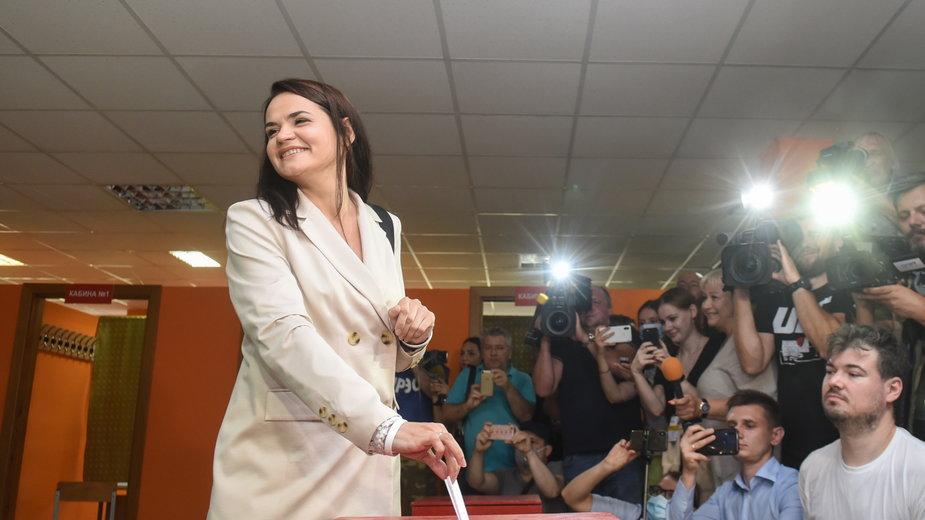 Swiatłana Cichanouska podczas niedzielnego głosowania