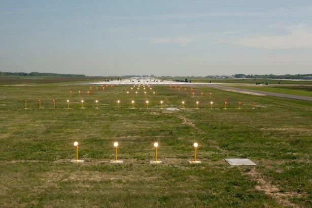 Naprawa pasa startowego w Modlinie potrwa, w zależności od wariantu, od 43 do 70 dni.