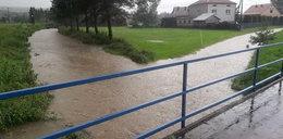 Burze i powódź w okolicach Jasła. Woda porwała mężczyznę FILM