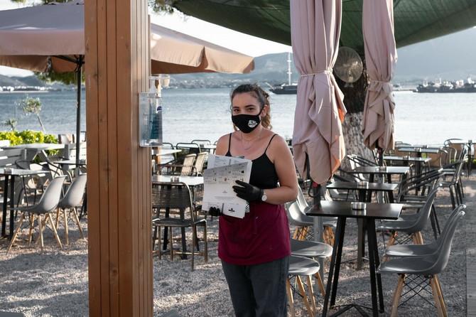 Svi zaposleni nose maske, ali ne i turisti