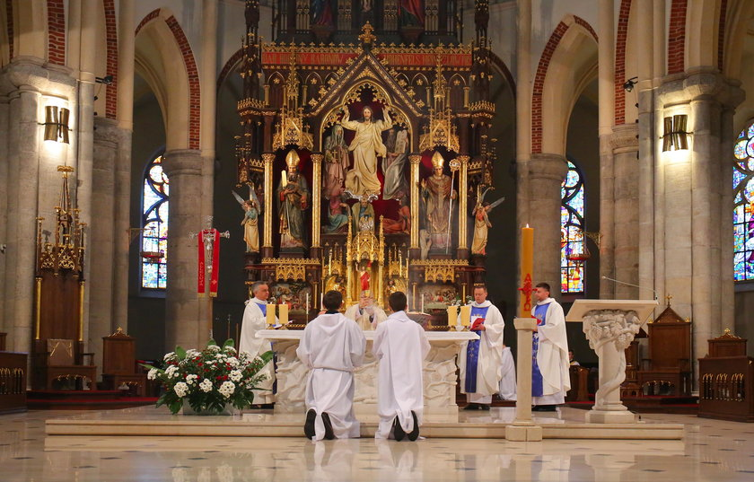 Obchody święta Konstytucji 3 Maja i Święta Najświętszej Maryi Panny Królowej Polski w Łodzi odbyły się w Archikatedrze Łódzkiej i przed Grobem Nieznanego Żołnierza