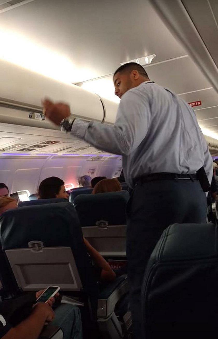 Wyrzucili go z samolotu za korzystanie z toalety