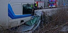 Z samochodu została miazga, kierowca niemal bez szwanku