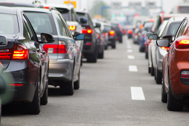 """""""Ustawa o transporcie drogowym wreszcie znalazła swój finał - w ubiegłym tygodniu Komitet Stały (Rady Ministrów - PAP) przyjął ten projekt ustawy porządkującej kwestie, które dają przede wszystkim szanse i nadzieje na to, że działalność gospodarcza w tym zakresie będzie działalnością uczciwą, (prowadzoną) w obszarze uczciwej konkurencji, na tych samych warunkach dla wszystkich podmiotów gospodarczych, które je realizują"""" - wyjaśnił Adamczyk, dodając, że chodzi też o Ubera."""