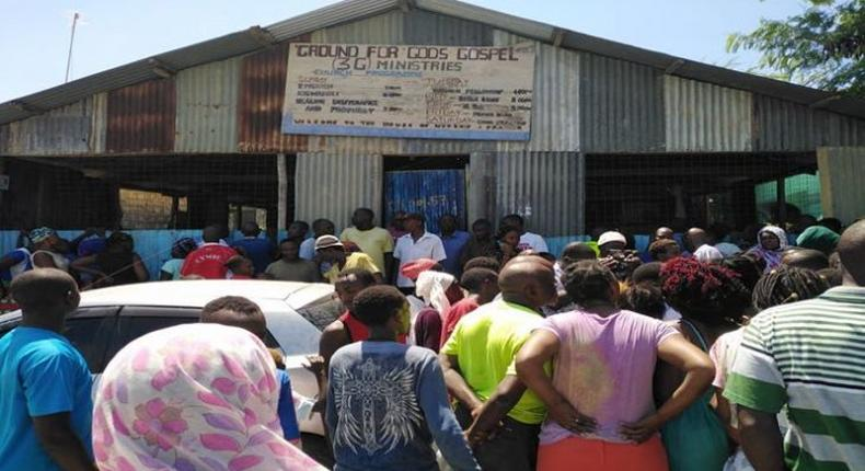 A crowd at the scene where pastor Elijah Misiko of Ground for God's Gospel 3G Ministries in Mombasa stabbed his wife before committing suicide