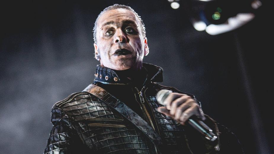 Тиль Линдеманн во время концерта Rammstein в Италии (2016)