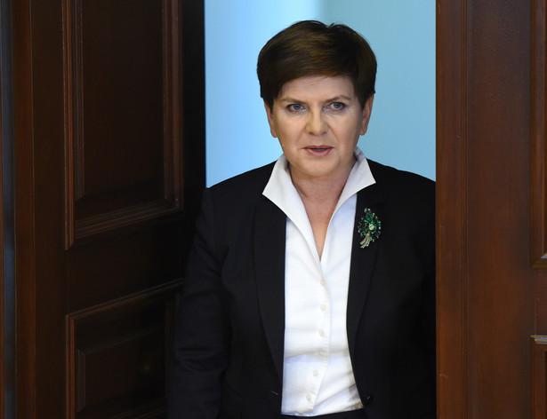 Zapytana o potrzebę stworzenia jednej ustawy antyterrorystycznej, szefowa rządu powiedziała, że zobowiązała szefa MSWiA Mariusza Błaszczaka i koordynatora służb specjalnych Mariusza Kamińskiego do przeprowadzenia analizy obecnego stanu prawnego w tym zakresie