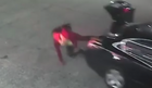 SKOK IZ GEPEKA Kamera benzinske pumpe snimila je NEVEROVATNO BEKSTVO OD OTMIČARA (VIDEO)