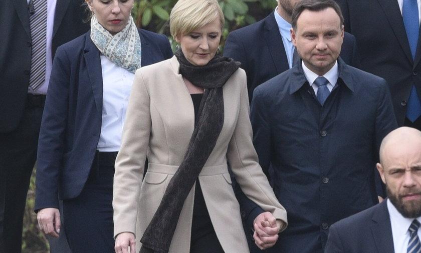 Andrzej Duda płaci żonie. Za co?!