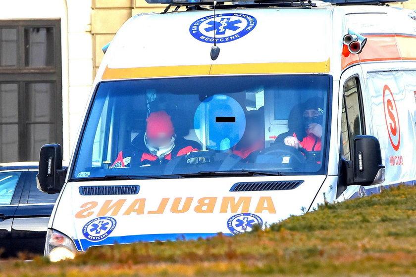 Szalony kierowca zostałkaretką odwieziony na badania.