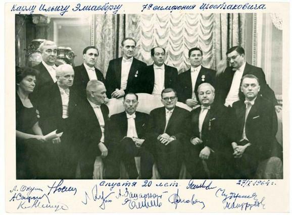 Šostaković se sastao s Elijasbergom i izvođačima povodom 20. godišnjice nastupa 1964; Ksenija Matus sedi dole levo