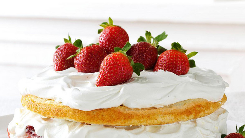 Strawberries and Cream-Torte (Taste of Home)