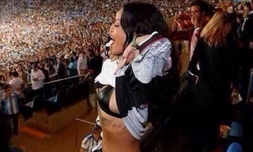 Rihanna na mundialu pokazała stanik