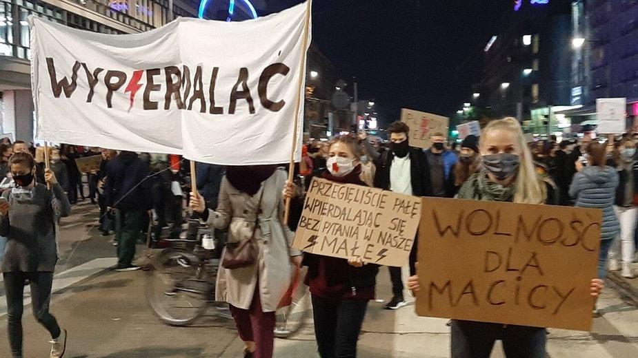 Hasła w protestach na warszawskich ulicach