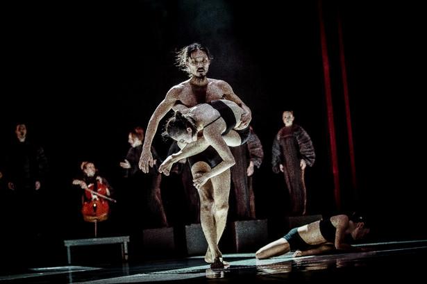 """""""Anty-gone tryptyk"""" Teatru Pieśń Kozła, fot. Krzysztof Bieliński"""