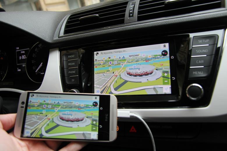 HTC One M9 z MirrorLink w Skodzie. Nawigacja Sygic działa. Ale tylko podczas postoju samochodu.