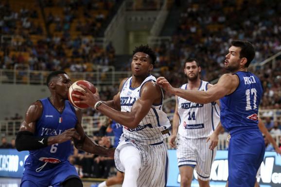 Janis Adetokumbo, NBA zvezda iz Grčke, na meču sa Italijom u Atini