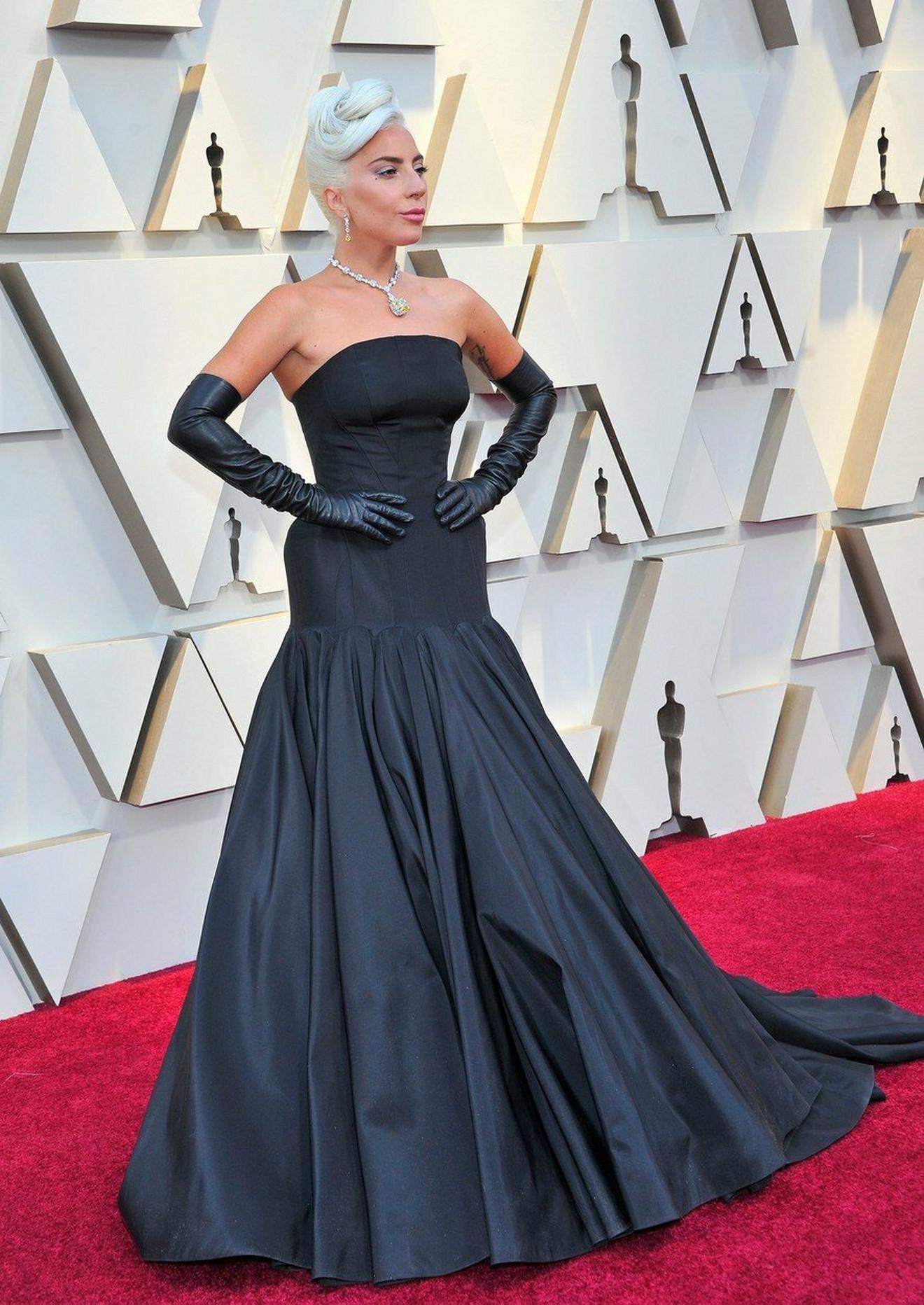 NAJBOLJE OBUČENE Ledi Gaga - Alexander McQueen