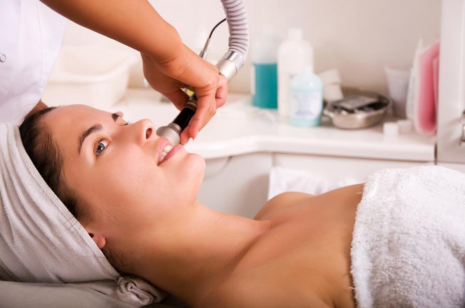 Egy nőnek igazából minden évszakban jól esik a kozmetikai kezelés/Fotó: Northfoto