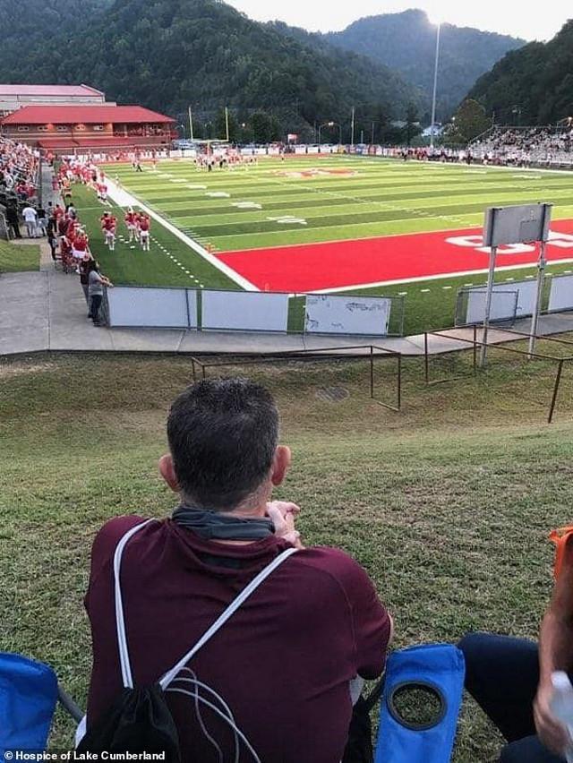 Skot Salivan posmatra utakmicu svog sina