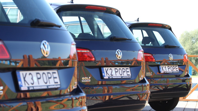 Jest już duże zainteresowanie. Samochody będą prezentowane w czterech różnych miastach razem z odpowiednim oznaczeniem celu, na jaki zostaną przeznaczone. Będzie można w tych autach siąść, zrobić sobie zdjęcie na miejscu, na którym papież siedział, a wiemy, że jest to tylne prawe miejsce – powiedział ks. Kordula. Jak poinformował, szczegóły akcji są obecnie uzgadniane z polskim przedstawicielstwem koncernu Volkswagena. Akcja będzie przygotowana także od strony promocyjnej.