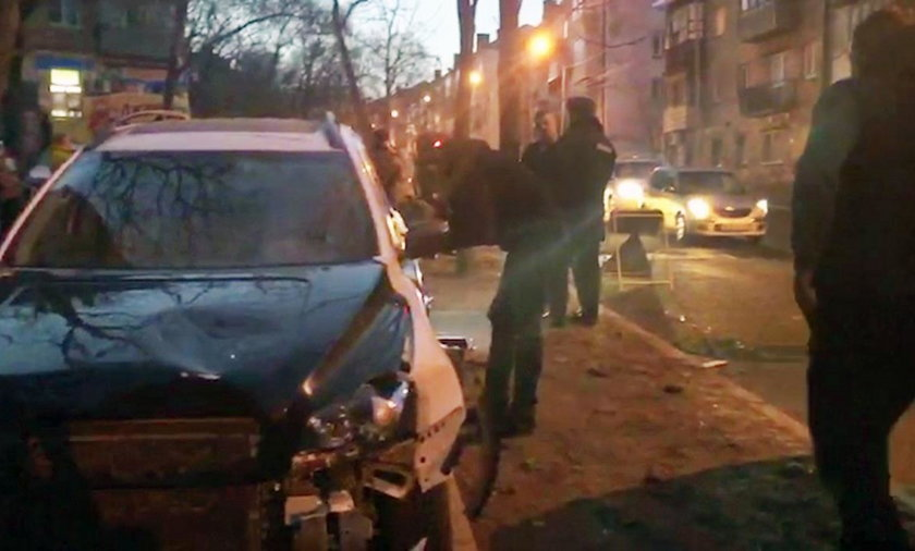 Rosja: Wjechał w idącą chodnikiem rodzinę. Zginęła matka z dzieckiem