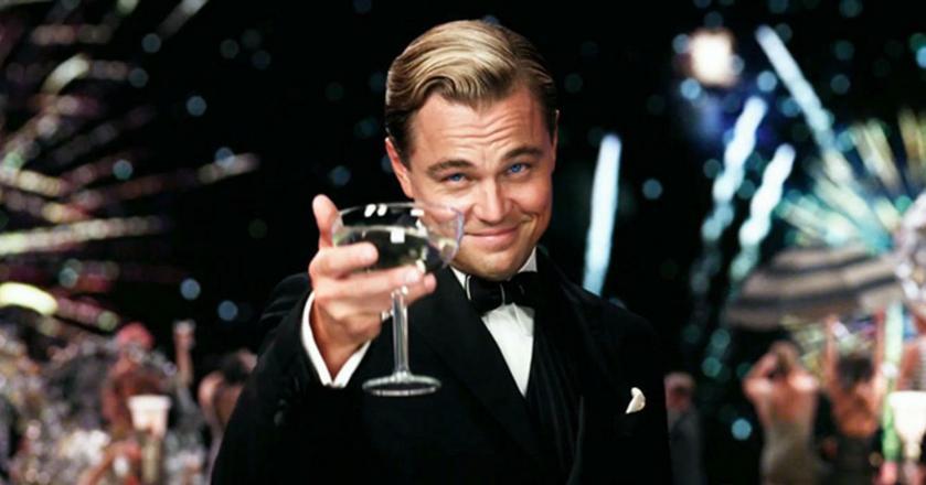 Warto pamiętać o zasadach savoir vivre'u podczas wznoszenia toastu