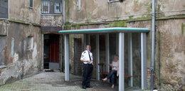 Urzędnicy przerobili przystanek na palarnię