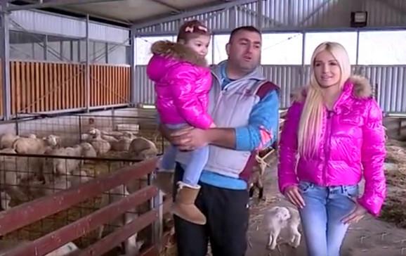 Sa suprugom i kćerkom u obilasku životinja