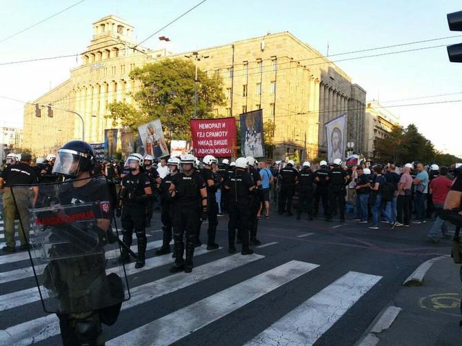 Policija u blizini Glavne pošte u Beogradu, na putu do Trga Nikole Pašića