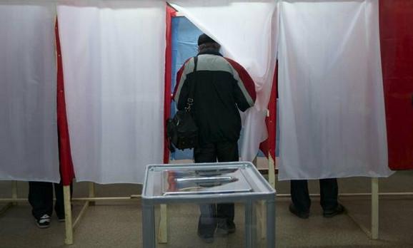 Posmatrači kažu da se postupak referenduma na Krimu odvija sasvim regularno
