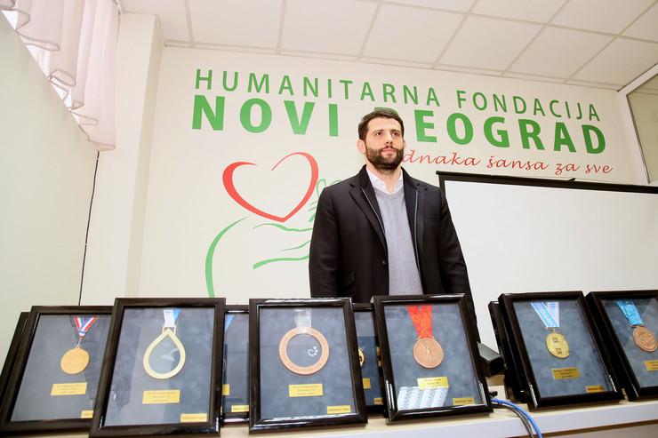 Aleksandar Sapic prodaje svoje medalje_050216_Ras foto Emil Conkic008