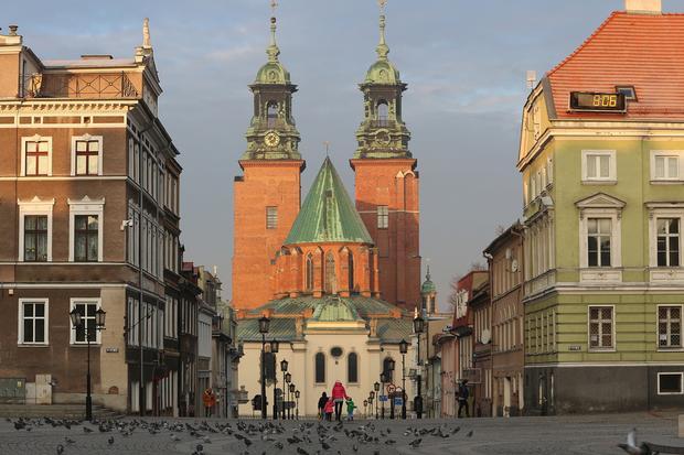 Gniezno, widok z Rynku na Katedrę