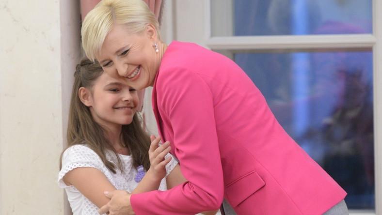 ... Nie trzeba było szczególnie się przyglądać, żeby zauważyć, że spotkanie z dziećmi sprawiło jej dużo radości.