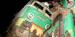 Na torach wciąż tkwi lokomotywa.Czy są pod nią ciała?