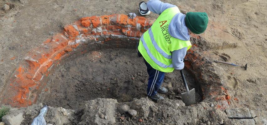 Archeolodzy z Uniwersytetu Łódzkiego znaleźli najstarszą studnię w Łodzi. Czy Stary Rynek kryje jeszcze jakieś skarby?