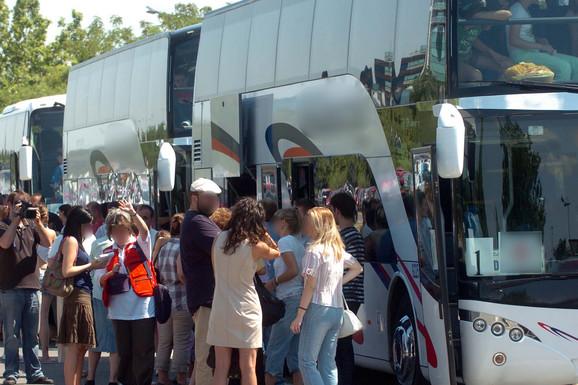 ŠTA SU PRAVI RAZLOZI OTKAZIVANJA EKSKURZIJA U 30 ŠKOLA Prevoznici zbog kojih su otkazivani dečji izleti sakrivali su se iza kartica, ali su problemi bili MNOGO GORI