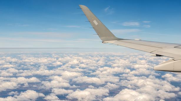 Widok z okna podczas lotu samolotem