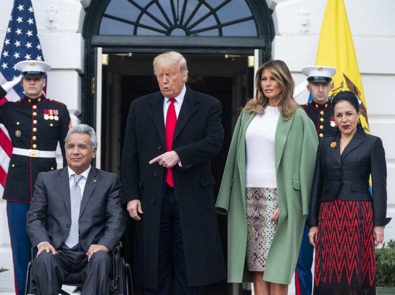 ... Fotografię, której dotyczy dyskusja, wykonano podczas spotkania pary prezydenckiej USA z pierwszą parą Ekwadoru...