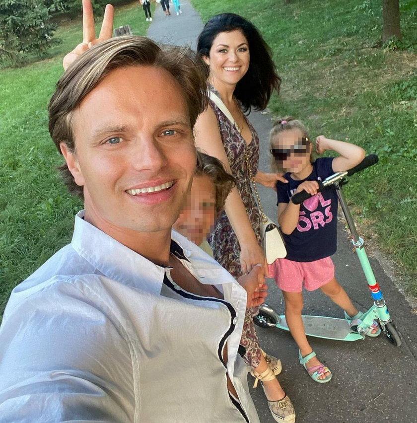 Marcin Hakiel i Kasia Cichopek z dziećmi