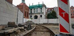 Niesamowite odkrycie! W Gdańsku odkopano zabytkowe tory!